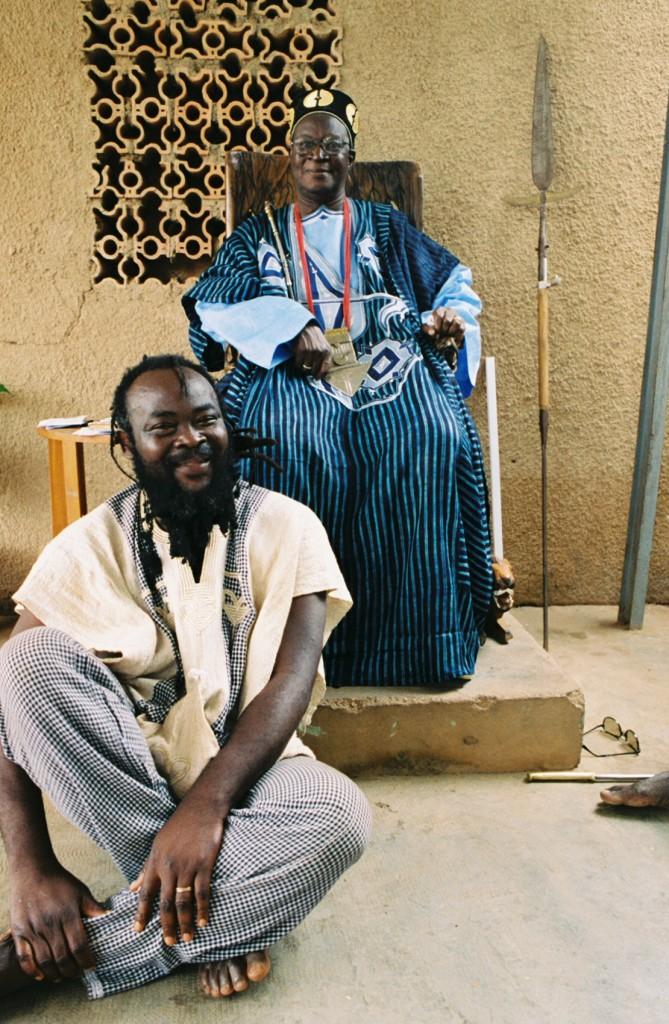 Prophet of the traditions, Naba Lamoussa Morodenibig sitting before His Majesty Kupiendeli of the Gulmu Kingdom.